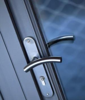 Prix d 39 une porte d 39 entr e aluminium co t moyen pour la pose for Porte d entree aluminium prix