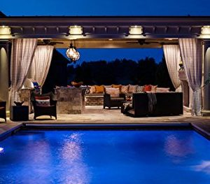 Prix moyen d 39 une piscine coque avantages et inconv nients for Cout installation piscine coque