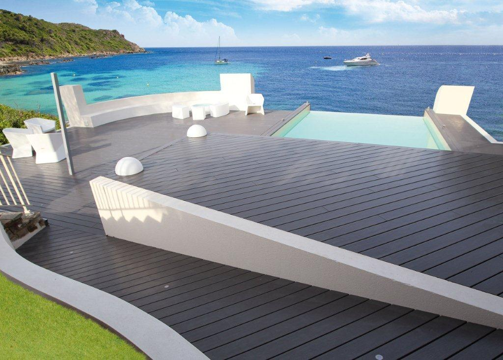 Stunning terrasse piscine composite gris photos for Prix moyen d une piscine