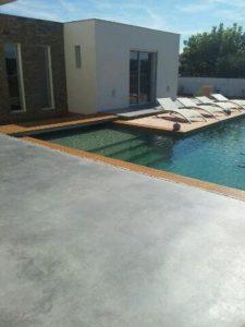 plage de piscine béton