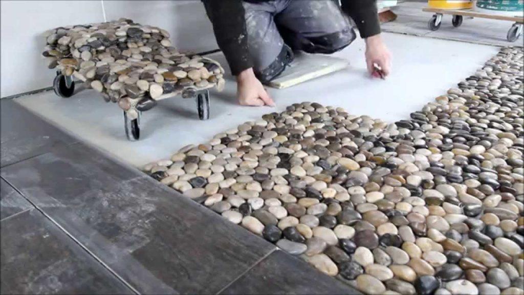Quel budget prévoir au m2 pour la pose de galets sur sol intérieur