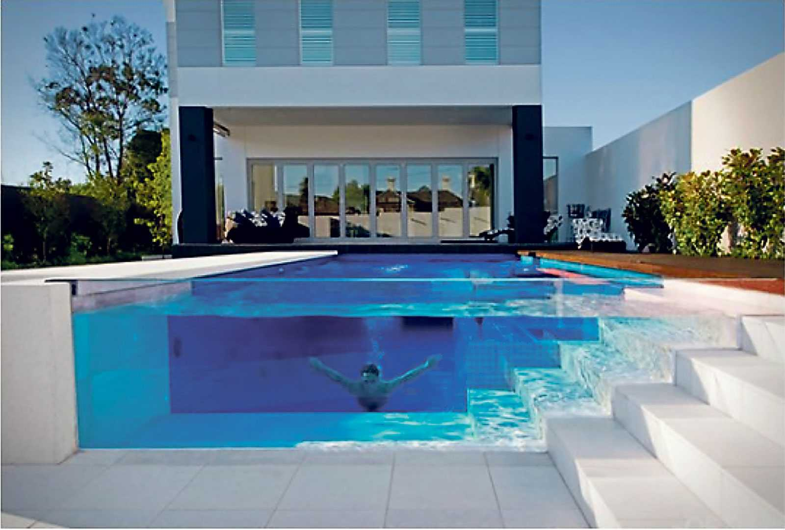 Faire Construire Une Piscine Intérieure piscine transparente : prix moyen d'une piscine avec parois