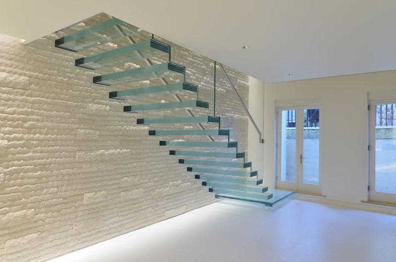 escalier en verre prix moyen d 39 un escalier marche et garde corps. Black Bedroom Furniture Sets. Home Design Ideas